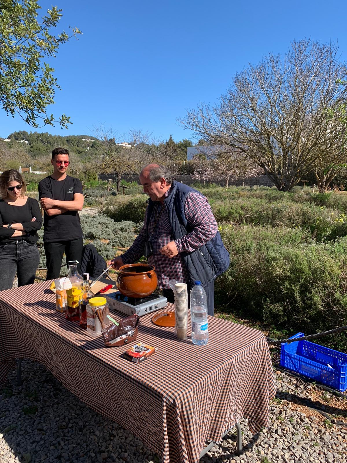 Taller de Hierbas Ibiencas y demostración de café caleta Fluxà Ibiza